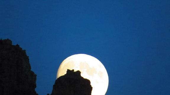 Blue Moon Majesty Wows Stargazers (Photos)