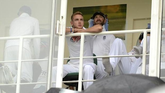 England's players wait during a rain delay at The Oval (Reuters)