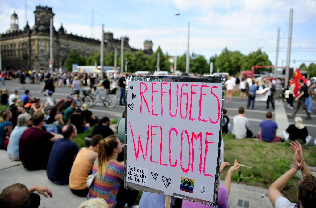 Thousands welcome refugees to Germany at Dresden rally