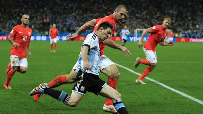 Argentina forward and captain Lionel Messi controls the ball next to Netherlands' defender Ron Vlaar during extra-time of the World Cup semi-final at The Corinthians Arena in Sao Paulo on July 9, 2014
