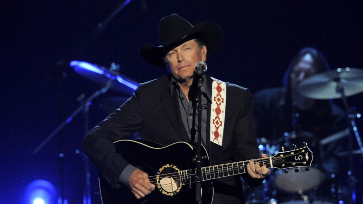 George Strait sets dates for last run on the road