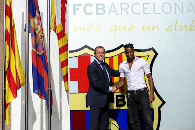 Alex Song Signs To FC Barcelona