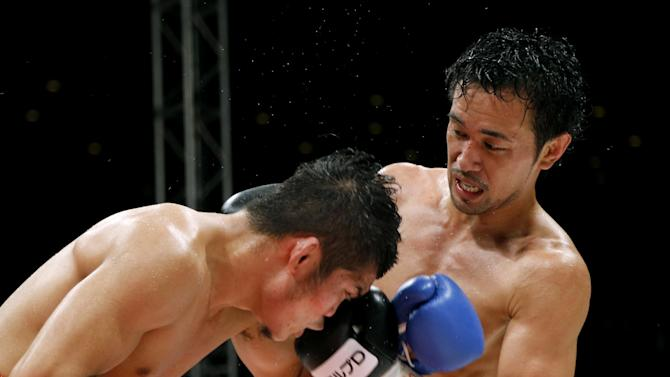 Japanese champion Shinsuke Yamanaka, right, sends his left to Thai challenger Suriyan Sor Rungvisai in the 10th round of their WBC bantamweight boxing title match in Tokyo, Wednesday, Oct. 22, 2014. Yamanaka defended his title by a unanimous decision. (AP Photo/Toru Takahashi)