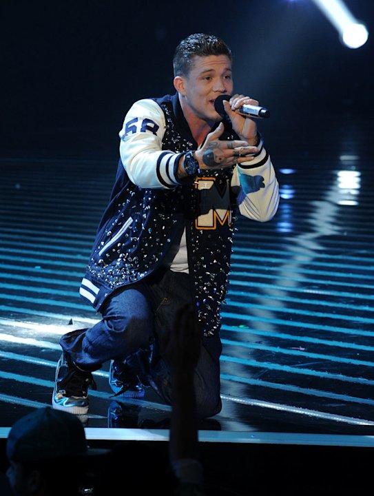 "Chris Rene performs ""I'll Be There"" by Michael Jackson on ""The X Factor."""