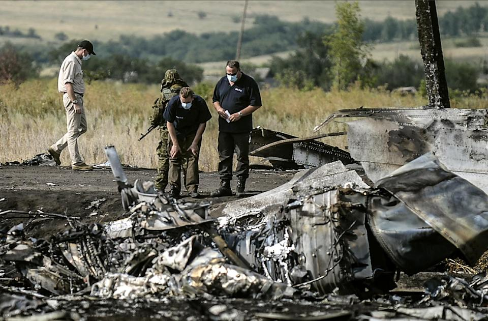 MH17 investigators turn back after 'explosions'