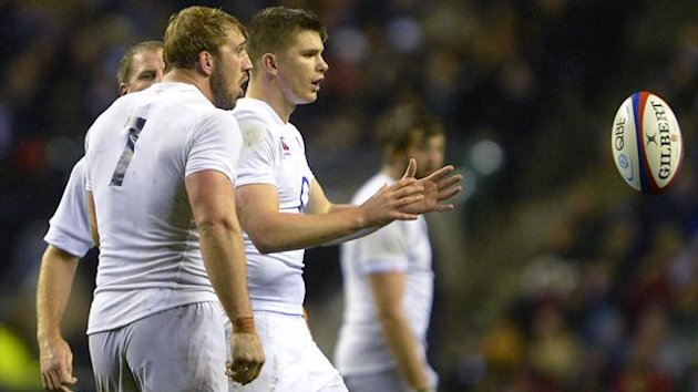 England's captain Chris Robshaw (L) instructs Owen Farrell to kick final penalty against South Africa during their international rugby union match at Twickenham Stadium