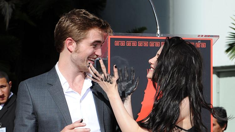Twilight Saga Cast Hand and Footprint Ceremony 2011 Hollywood Kristen Stewart Robert Pattinson