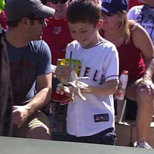 Trout gifts his batting gloves