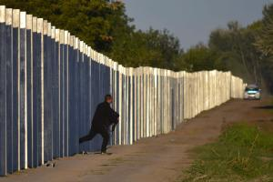 A migrant runs after he enters the territory of Hungary…