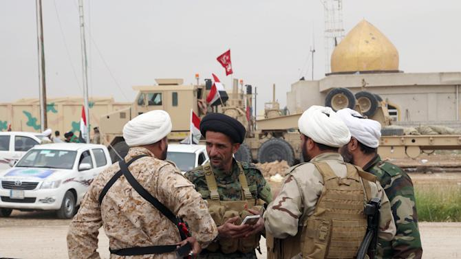 Shiite militiamen gather on a base during clashes between Iraqi security forces and Islamic State group extremists in Tikrit, 130 kilometers (80 miles) north of Baghdad, Iraq, Sunday, March 29, 2015. (AP Photo/Khalid Mohammed)