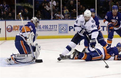Islanders take big lead, hold off Lightning 4-3
