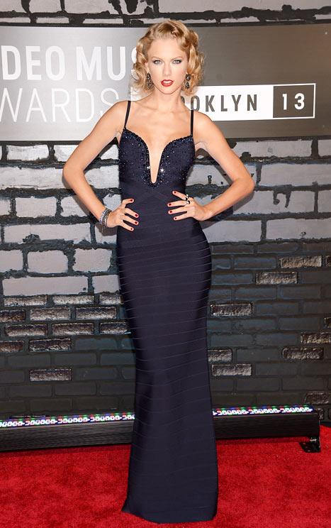 Taylor Swift Goes Glam, Is Nearly Unrecognizable at VMAs: Picture