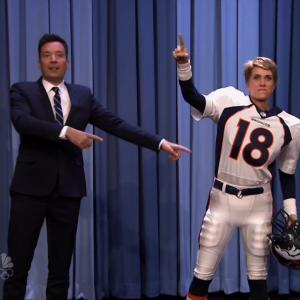 Kristen Wiig Does Entire Interview as Peyton Manning on 'Tonight Show'