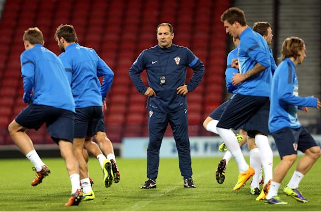 Croatia's manager Igor Stimac, centre, watches his squad during a team training session at Hampden Park, Glasgow, Scotland, Monday Oct. 14, 2013. Croatia face Scotland in a World Cup qualifying Group