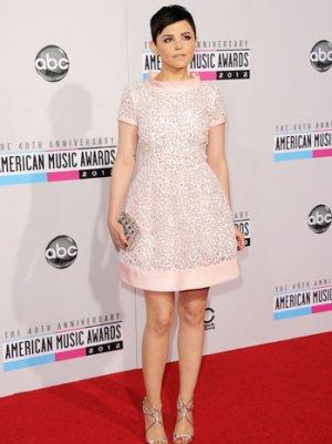 Ginnifer Goodwin in Oscar de la Renta at the AMA's is Very Audrey Hepburn