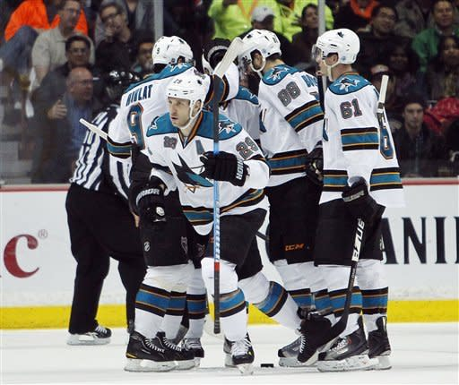 Selanne's Ducks deal blow to Sharks' playoff hopes