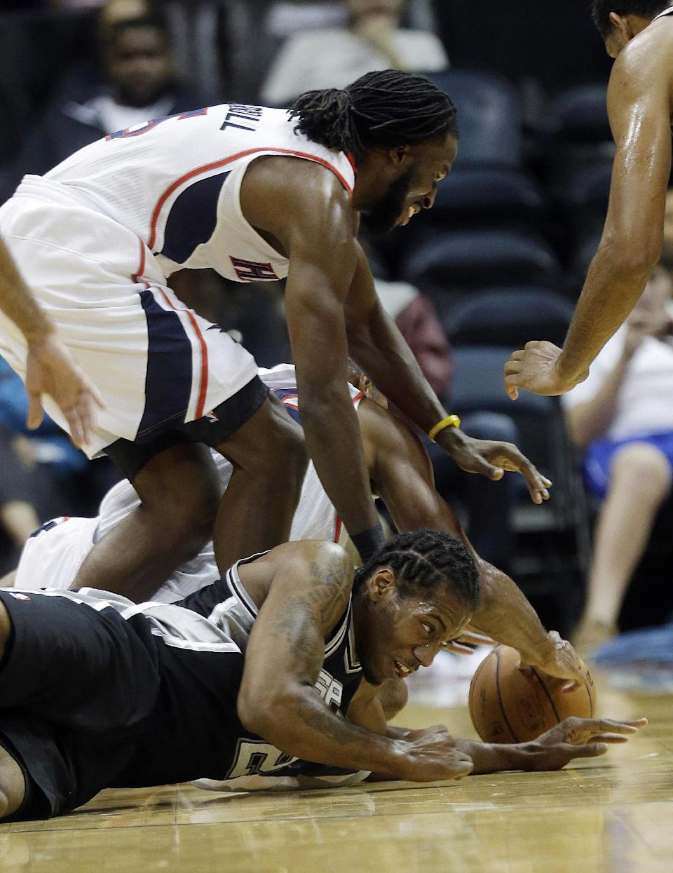 Spurs top Hawks 106-104 on Baynes' late basket