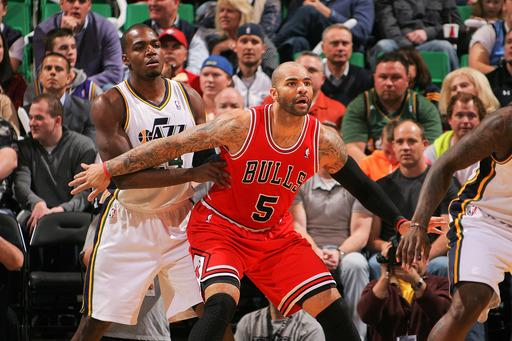 Boozer's big 4th lifts Bulls over Jazz 93-89