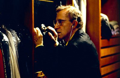 Ray Winkler ( Woody Allen ) tries to break into a safe to steal a priceless necklace in Dreamworks' Small Time Crooks