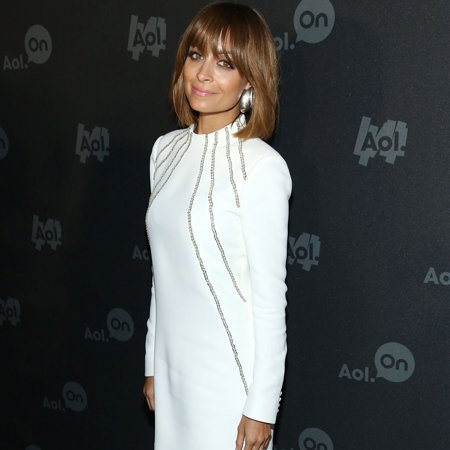 Nicole Richie gets kicks from fashion fans