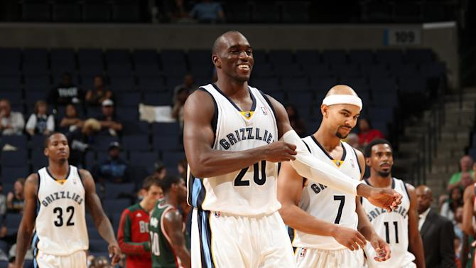 Late push leads Grizzlies past Bucks 102-99