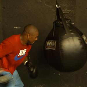 NFL Safety Dashon Goldson's Heavy Bag Workout