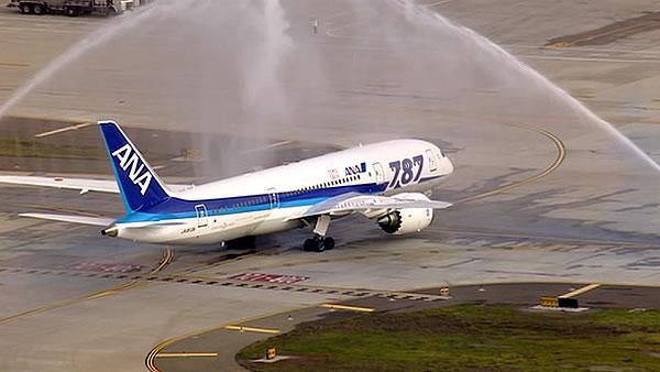 787 makes first flight from SJ amidst investigation