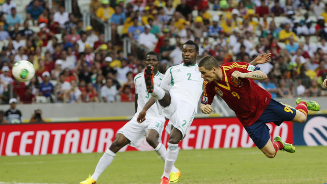 Spain's Fernando Torres, right, scores his side's 2nd goal during the soccer Confederations Cup group B match between Nigeria and Spain at the Castelao stadium in Fortaleza, Brazil, Sunday, June 23, 2013. (AP Photo/Fernando Llano)