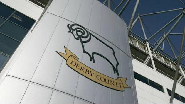 Championship - Hughes signs a one-year contract extension at Derby