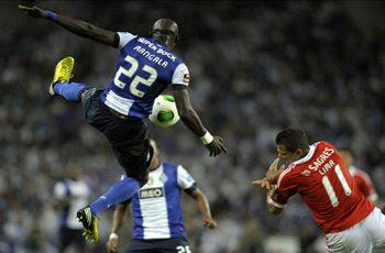 Porto 2-1 Benfica:  Last-gasp Kelvin winner puts Pereira's men on brink of title