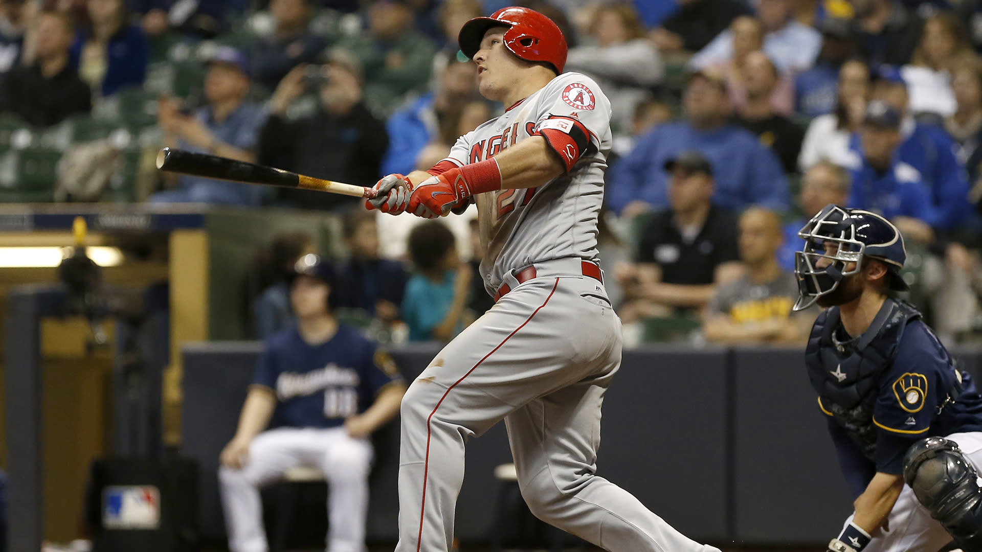 Trout stars in Angels loss, Wainwright goes deep