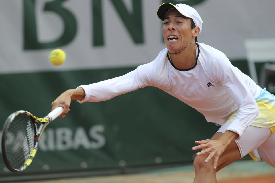 Italy's Francesca Schiavone returns against Victoria Azarenka of Belarus in their fourth round match at the French Open tennis tournament, at Roland Garros stadium in Paris, Monday June 3, 2013. (AP Photo/Michel Euler)