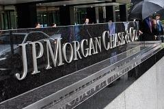 As troubles mount for JPMorgan, pros say: So what?
