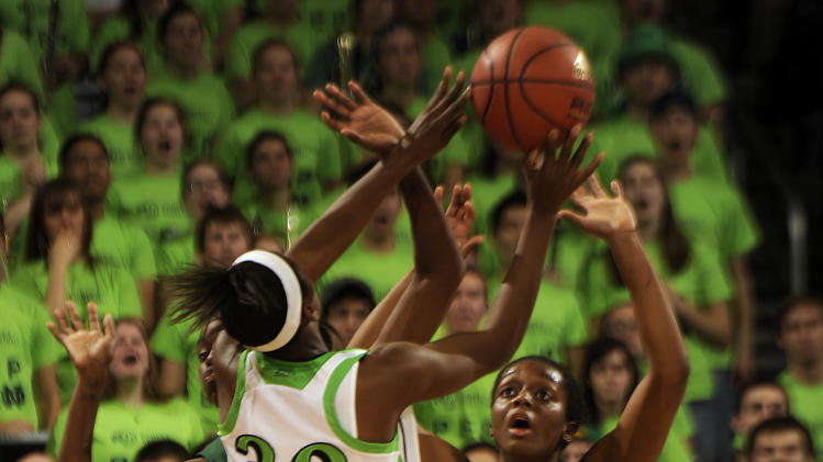 Baylor forward Brooklyn Pope, right, defends a shot from Notre Dame guard Jewell Loyd during first-half NCAA basketball game action on Wednesday, Dec. 5, 2012, in South Bend, Ind.  (AP Photo/Joe Raymond)
