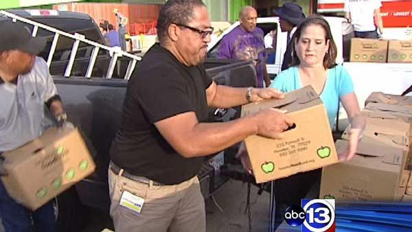 ABC13 helps Houston Food Bank deliver meals