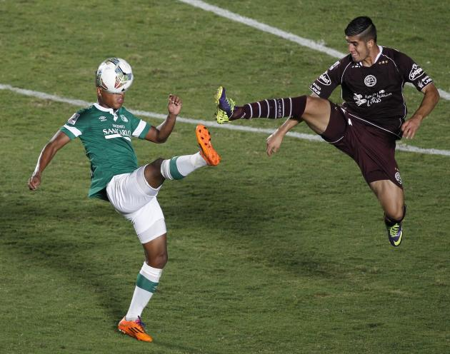 Higuita of Deportivo Cali and Benitez of Lanus during Copa Libertadores match in Cali