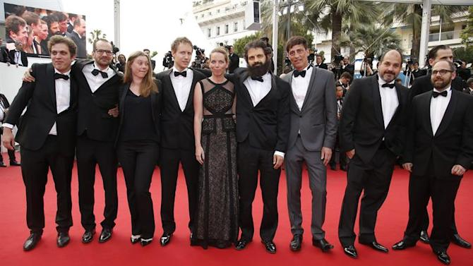. Cannes (France), 24/05/2015.- Hungarian actor Geza Rohrig (4-R), Hungarian director Laszlo Nemes (4-L), French screenwriter Clara Royer (3-L) and guests arrive for the screening of 'La Glace et le Ciel' (Ice and the Sky) and the Closing Award Ceremony of the 68th annual Cannes Film Festival, in Cannes, France, 24 May 2015. The festival closes with the screening of the movie presented out of competition. (Cine, Francia) EFE/EPA/SEBASTIEN NOGIER