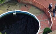 Children Die In Neighbour's New York Pool