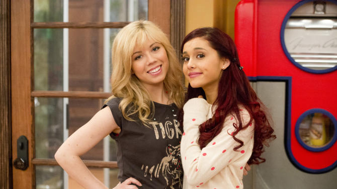 "In this publicity image released by Nickelodeon, Jennette McCurdy, portrays Sam, left, and Ariana Grande, portrays Cat from the Nickelodeon series ""SAM & CAT."" (AP Photo/Nickelodeon, Lisa Rose)"