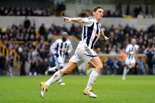 Keith Andrews has completed a free transfer move to Bolton