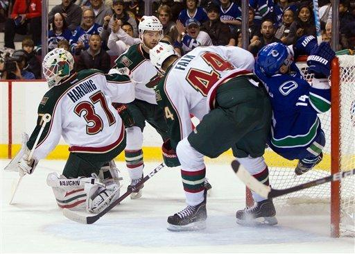 Canucks' Luongo blanks Wild in his 700th NHL game