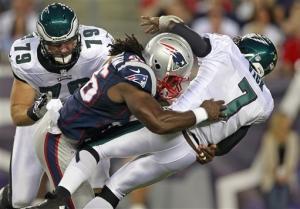 Vick shaken up, Eagles top Patriots 27-17