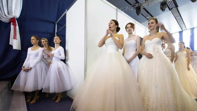 """Models wait for the start of the 4th """"My Wedding"""" international exhibition in Mins"""