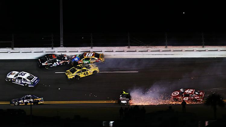Early wrecks cause teams to scramble for cars