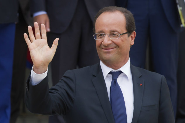 Frances President Francois Hollande, waves to the media during a joint statement with Greece&#39;s Prime Minister Antonis Samaras at the Elysee Palace, Paris, Saturday, Aug. 25, 2012. (AP Photo/Michel Euler)