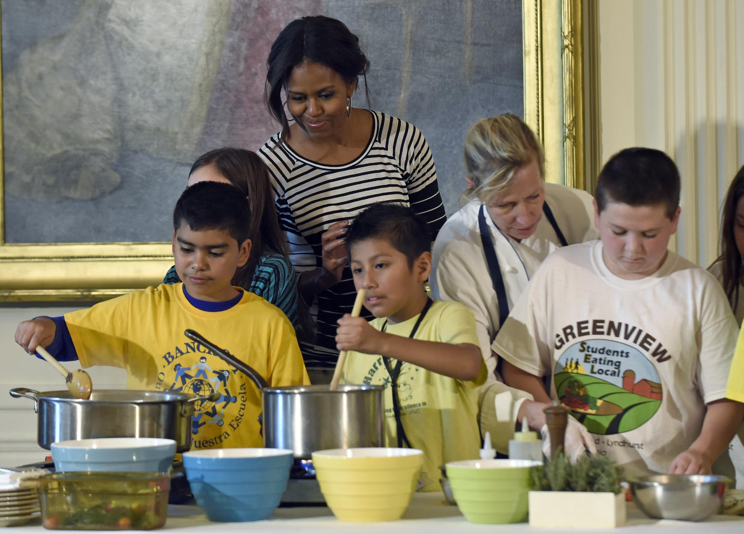 First lady asks kids to step up for healthy lunch challenge