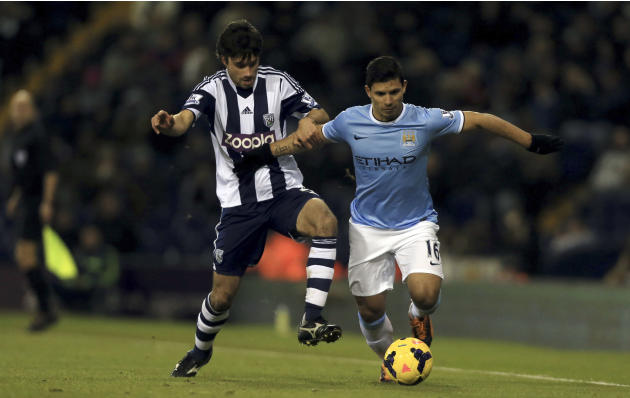 Manchester City's Sergio Aguero, right, tussles for ball with West Bromwich Albion's Claudio Yacob during the English Premier League soccer match at The Hawthorns, West Bromwich, England, Wedn