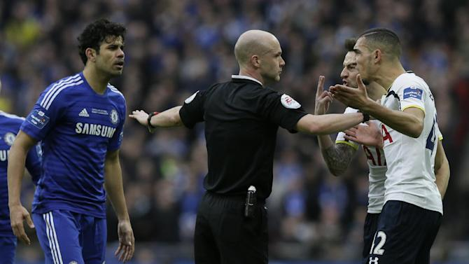 Referee Anthony Taylo separates Tottenham's Nabil Bentaleb, right, and Chelsea's Diego Costa rduring the English League Cup Final between Tottenham Hotspur and Chelsea at Wembley stadium in London, Sunday, March,  1, 2015. (AP Photo/Tim Ireland)