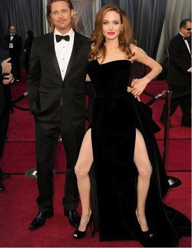 Oscars 2012: Angelina's right leg goes viral
