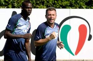 Balotelli vows to behave at Euro 2012